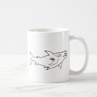 Starker Haifisch mit Mamma-Tätowierung Kaffeetasse