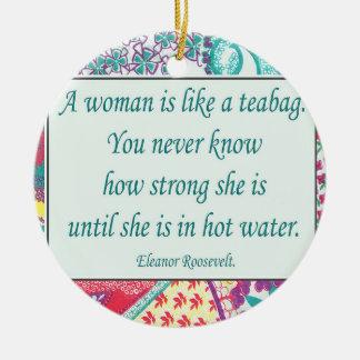 Starkes Frauen-Zitat, Weihnachtsverzierung Keramik Ornament