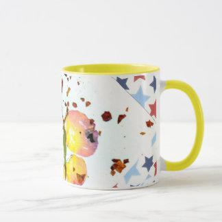 Starry Schmetterling, gelber Kaffee des Weckers Tasse