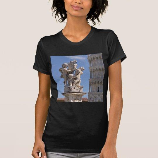 Statue und lehnender Turm von Pisa T-Shirt