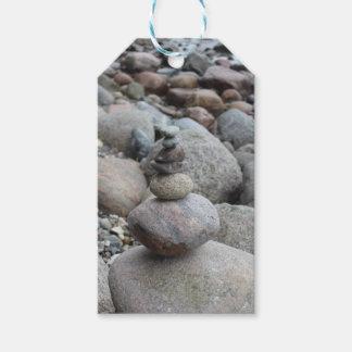 Steine an der Ostsee , gestapelt , Steinbalance Geschenkanhänger