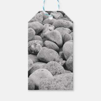 Steine an der Ostsee / Insel Rügen / schwarz-weiß Geschenkanhänger