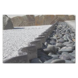 Steine Seidenpapier