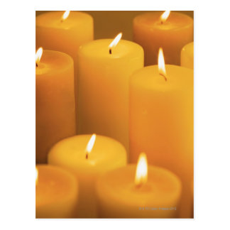 Stillleben der beleuchteten Kerzen Postkarte