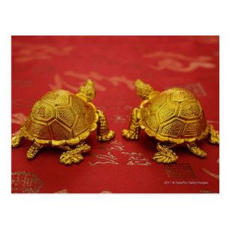 Stillleben eines Paares Goldschildkrötenfigürchen Postkarte