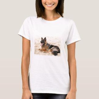 Stillstehender Schäferhund-Hundedamen-angepasster T-Shirt