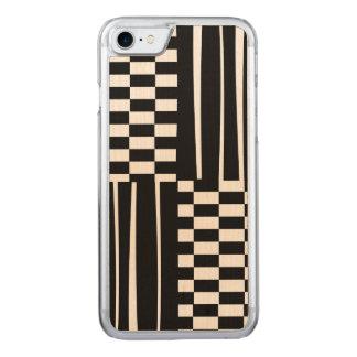Stilvolle moderne Streifen und Karos Schwarzweiss Carved iPhone 8/7 Hülle