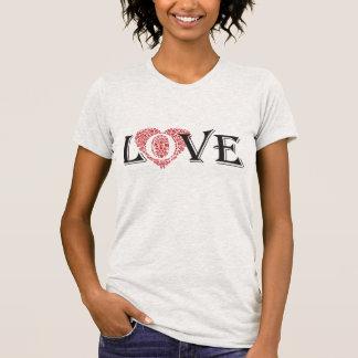 Stilvoller roter ausführlicher Herzverzierung T-Shirt