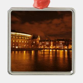 Stockholm, Schweden nachts Quadratisches Silberfarbenes Ornament