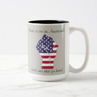 Stolz, amerikanische Tasse zu sein