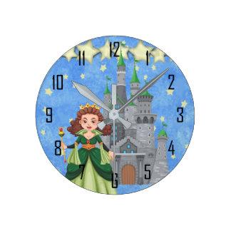 Storybook-Prinzessin im Grün mit Schloss und Runde Wanduhr