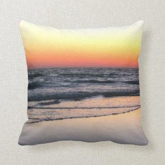 Strand am Sonnenuntergang-landschaftlichen Kissen