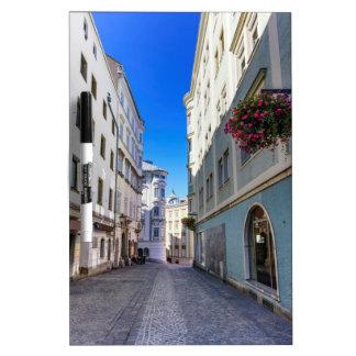 Straße in der alten Stadt, Linz, Österreich Memoboard