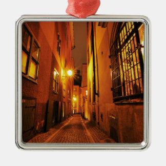 Straße in Gamla Stan in Stockholm, Schweden nachts Quadratisches Silberfarbenes Ornament