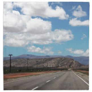 Straße zu den Bergen Stoffserviette