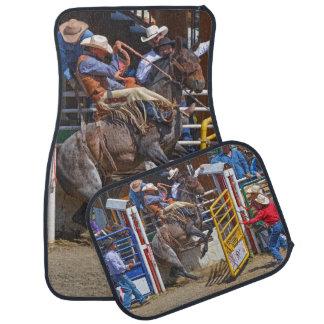 Sträubender Bronco, der an den Rodeo-Auto-Matten Automatte
