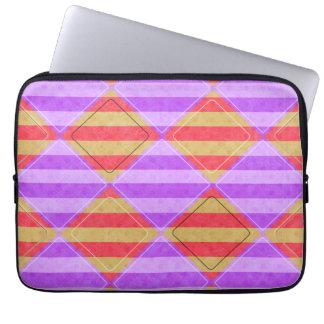 Streifen, Diamanten, Stellen-Muster durch Shirley Laptop Sleeve