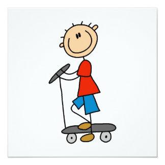 Strichmännchen-Junge auf Roller Quadratische 13,3 Cm Einladungskarte