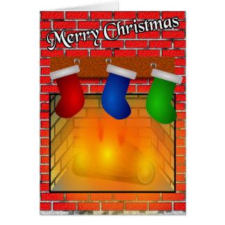 Strümpfe über einer Kamin-Weihnachtskarte Karte