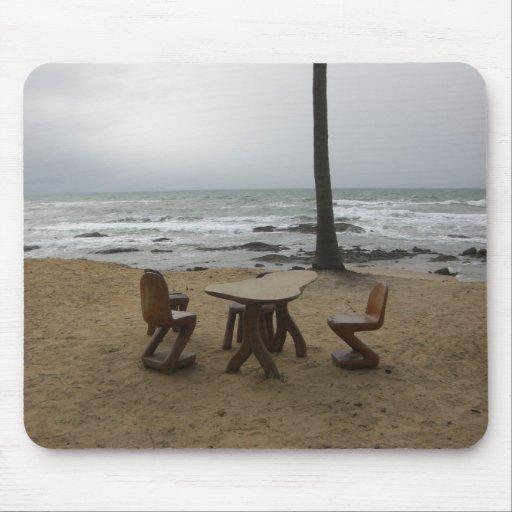 Stühle durch den Ozean Mousepad