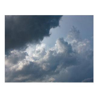 Stürmischer, bewölkter Himmel Postkarte
