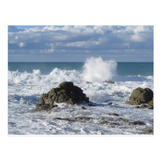 Stürmisches Meer entlang Toskana-Küstenlinie Postkarte
