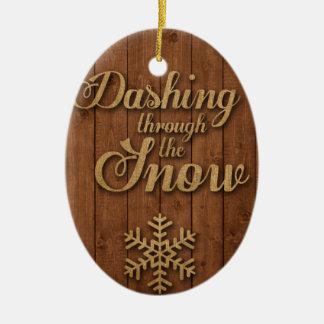 Stürzen durch den Schnee Ovales Keramik Ornament
