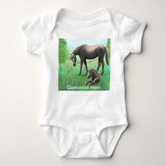 Stute mit Fohlen kundengerechtem Babie Einteiler