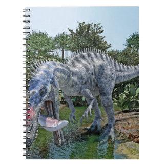 Suchomimus Dinosaurier, der einen Haifisch in Spiral Notizblock