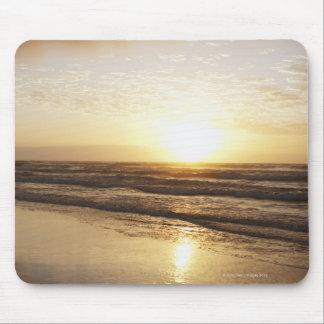Sun auf Horizont über Ozean Mousepad