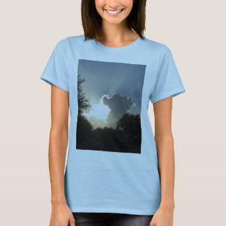 Sun barst durch den Wolken-T - Shirt