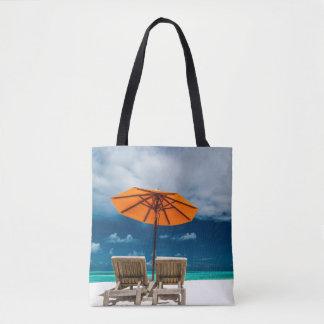 Sun-Regenschirm auf Sandy-Strand  Maldives