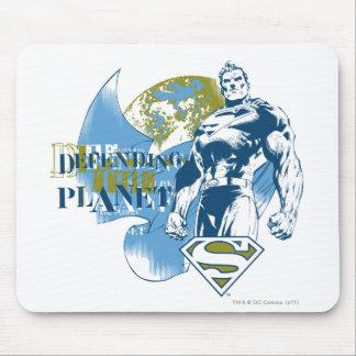 Supermann  , das den Planeten verteidigt Mousepads