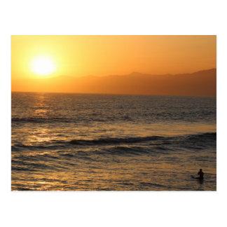 Surfen am Sonnenuntergang in Venedig-Strand Postkarte