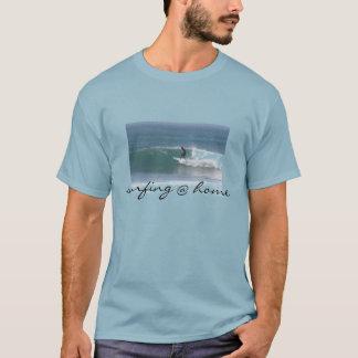 surfendes @ Zuhauset-shirt für Männer T-Shirt