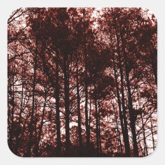 Surrealer hochroter Wald Quadratischer Aufkleber