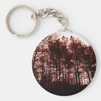 Surrealer hochroter Wald Schlüsselanhänger