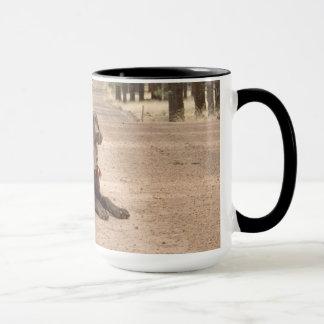 Süße Schokoladen-Labrador retriever-Welpe Tasse