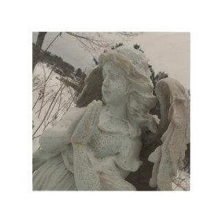 Süßer Engel Elizabeth, der über die Holzleinwand