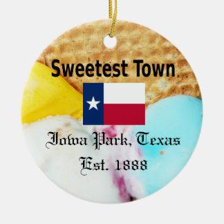 """Süßeste Stadt"" Entwurf für Iowa-Park, Texas Keramik Ornament"