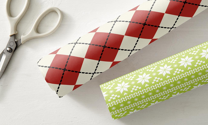 Weihnachtsgeschenkpapier auf Zazzle Österreich