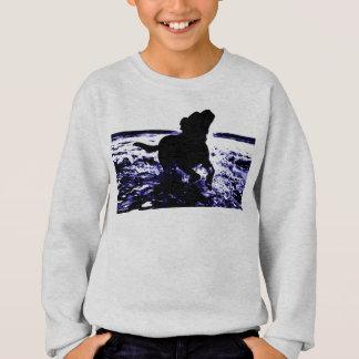 Sweatshirtschwarz-Labrador des Kindes im Wasser Sweatshirt