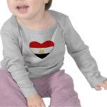 T-shirt de coeur de drapeau de l'Egypte