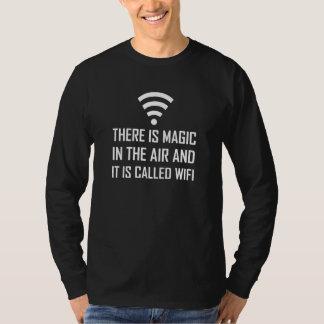 T-shirt La magie dans le ciel est Wifi
