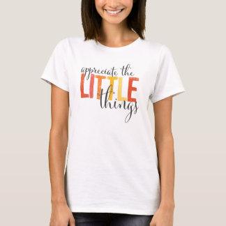"""T-Shirts """"schätzen Sie der kleinen Sachen"""""""