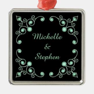 Tadelloses grünes verziertes personalisiertes quadratisches silberfarbenes ornament