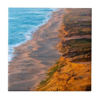 Tage dauern Licht-Streiks das Sandy-Ufer des Keramikfliese