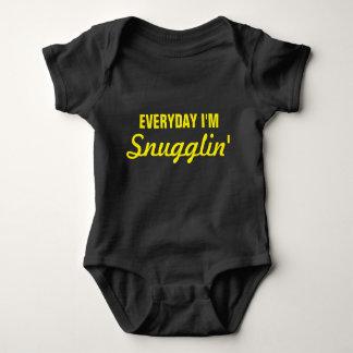 Täglich bin ich lustiges Snugglin Baby Strampler