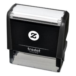 "Tampon Auto-encreur 2,65"" x 0,9"" individu encrant le timbre"