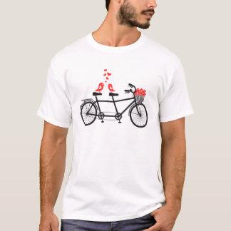 Tandemfahrrad mit niedlichen Liebevögeln T-Shirt